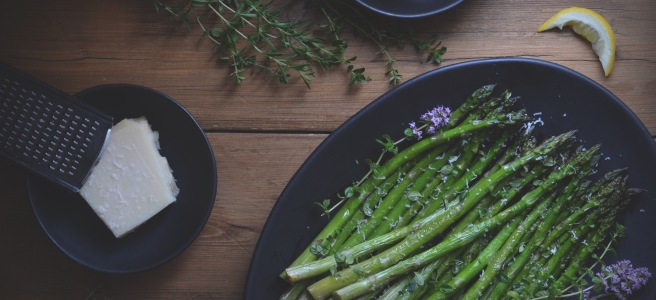 roasted asparagus with thyme, lemon and parmesan | conifères et feuillus food blog