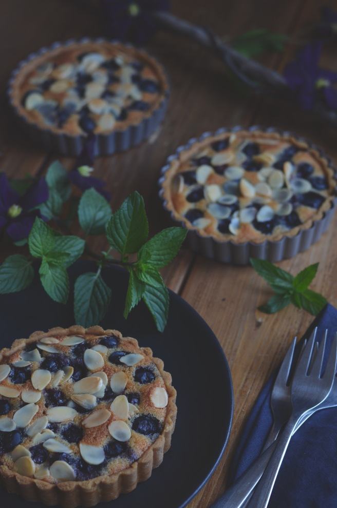 blueberry almond tartlets | conifères & feuillus