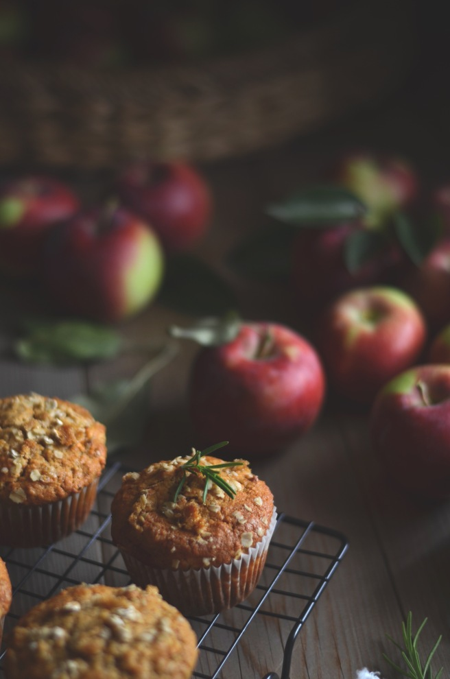 easy rosemary apple muffins | conifères & feuillus