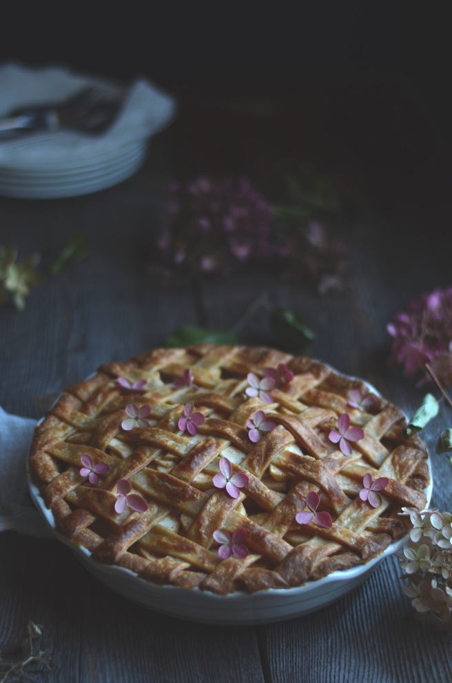 classic apple pie with a whole wheat pastry | conifères & feuillus