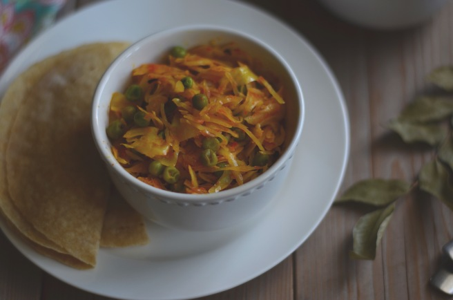 indian-spiced cabbage with tomatoes and green peas | conifères & feuillus