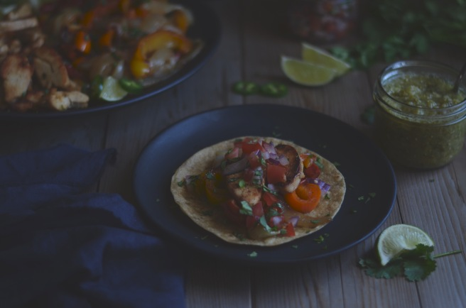chicken fajitas with pico de gallo and salsa verde | conifères et feuillus food blog