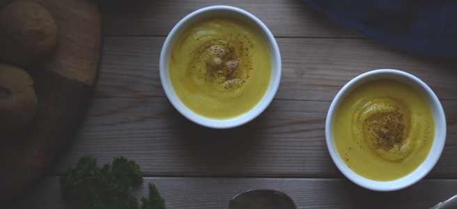 spiced parsnip soup recipe with roasted garlic spread | conifères et feuillus food blog