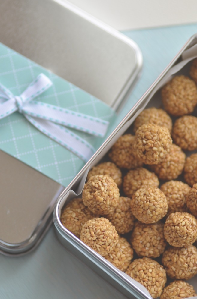 til ka ladoo with tahini | conifères et feuillus food blog