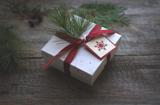 winter-inspired gift wrapping   conifères & feuillus