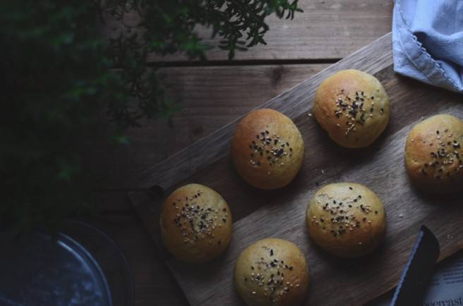 Easy Homemade Whole Wheat Dinner Rolls | conifères & feuillus
