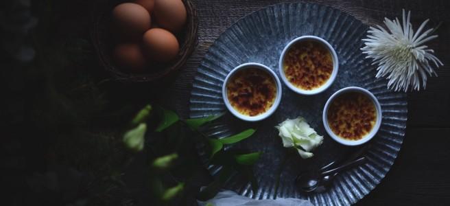 crème brûlée with raspberry coulis | conifères & feuillus