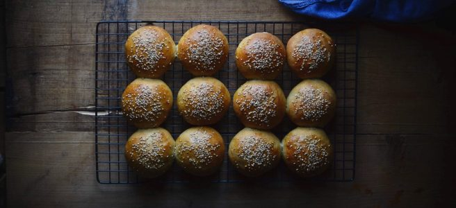 spelt and whole wheat burger buns | conifères & feuillus